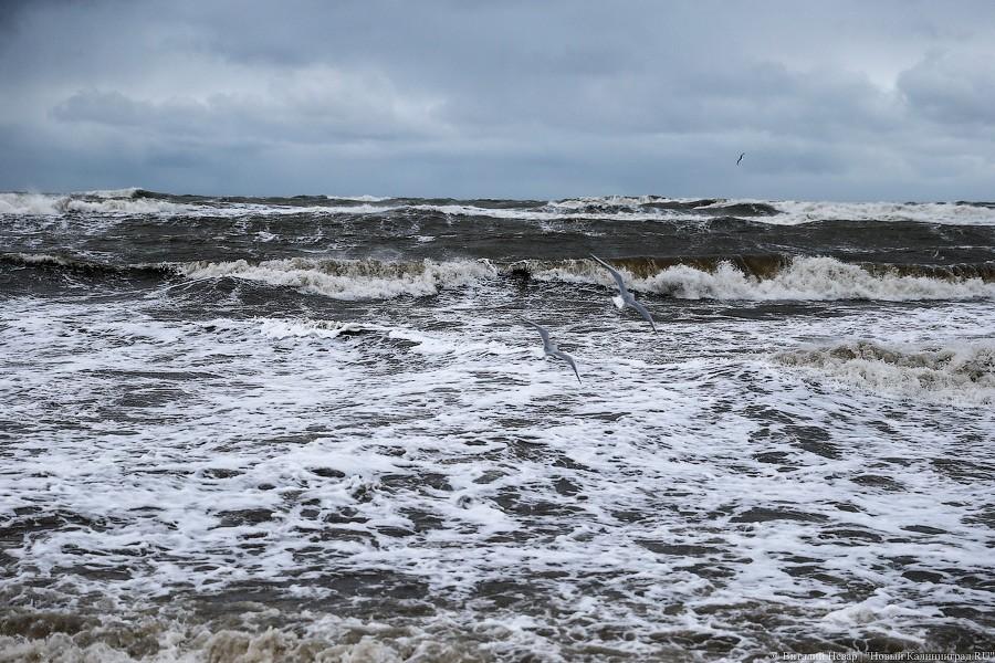 Из-за шторма наБалтийском море намель село 190-метровое судно