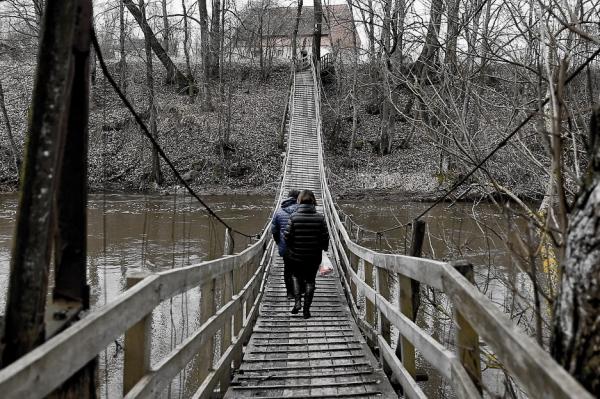 «Даже гроб не унести»: как живут в Заречье по ту сторону моста