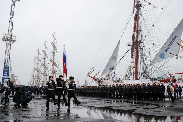 Ураган в паруса: «Крузенштерн» и «Седов» проводили в кругосветное плавание (фото)