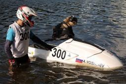 Единственный в России пес-байкер Стич пересел на водный мотоцикл (фото)