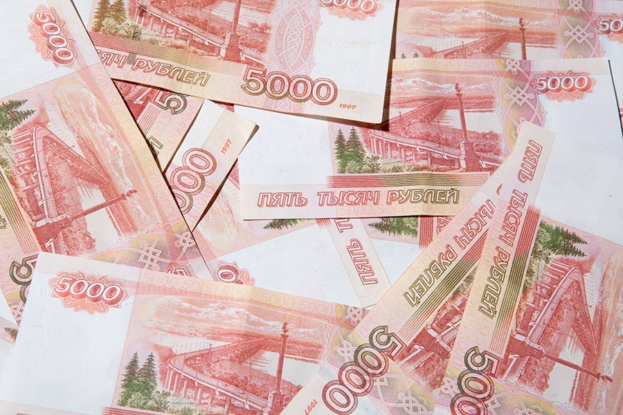Банк Российской Федерации огласил негативные последствия игры наснижение рубля