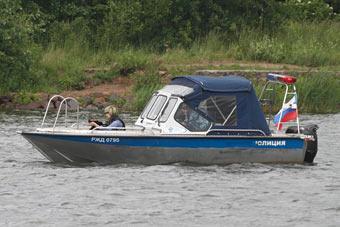 Транспортная полиция задержала мужчину, катавшего людей на катере без документов