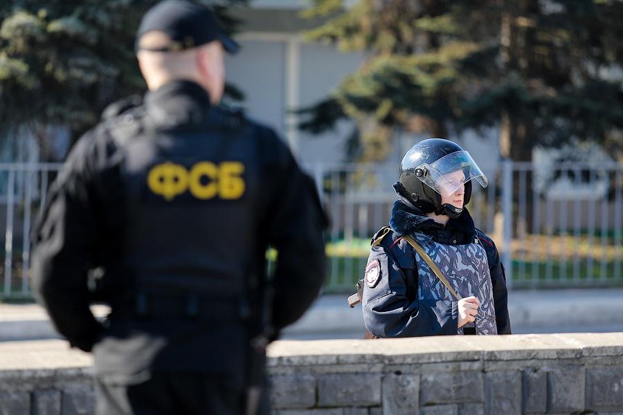 Появилось видео задержания семерых вероятных террористов вПетербурге