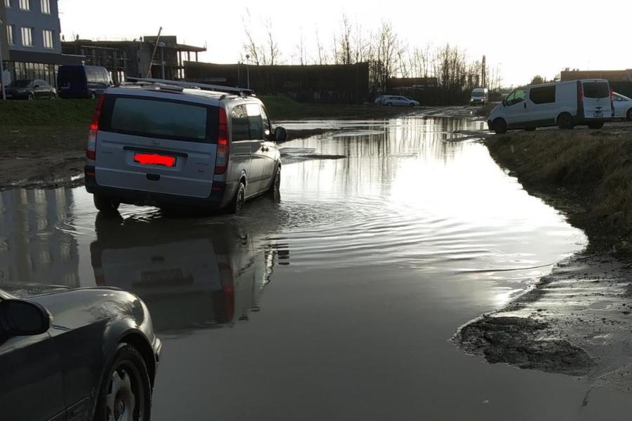 Затопило дорогу на Аксакова