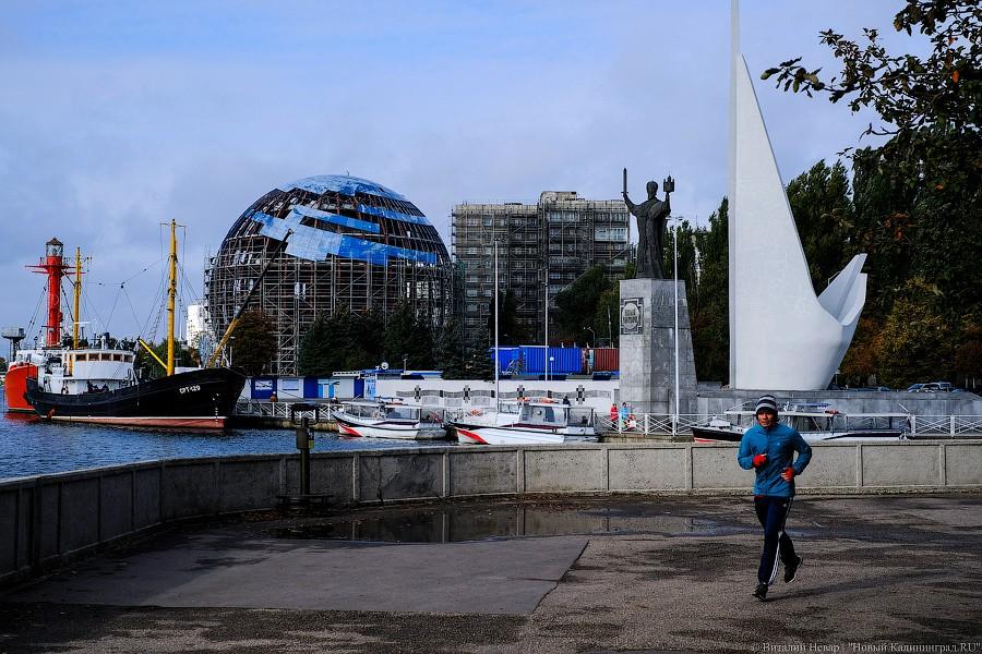 11 октября: остекление «Планеты Океан» в Калининграде