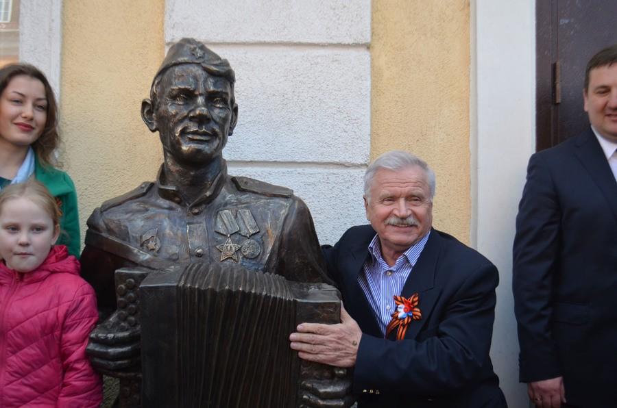ВКалининградской области установлен монумент Василию Тёркину