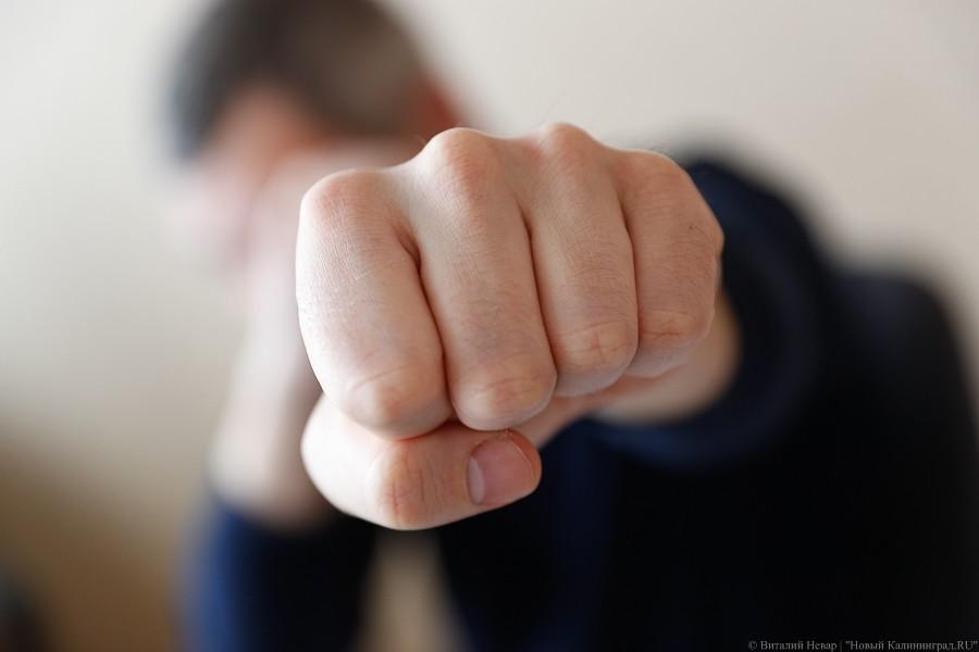 Житель Озерска за шутки избил до потери сознания сожительницу ...