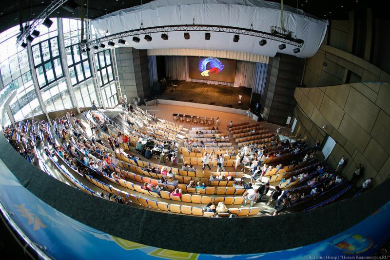 Цуканов обвинил подрядчиков Театра эстрады в «уводе ...: https://www.newkaliningrad.ru/realty/news/8692309-tsukanov_obvinil_podryadchikov_teatra_estrady_v_uvode_sredstv_za_granitsu.html
