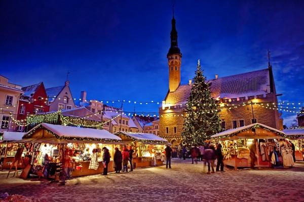 Эстония. Новый год на Ратушной площади в ресторане Maikrahv (банкет)