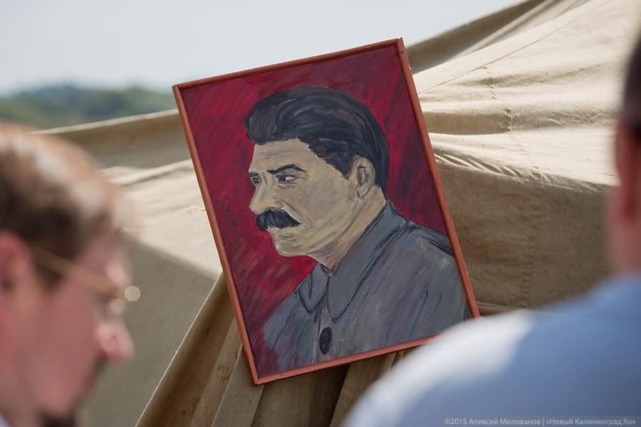 Опрос: в России продолжает расти число граждан, уважающих Сталина