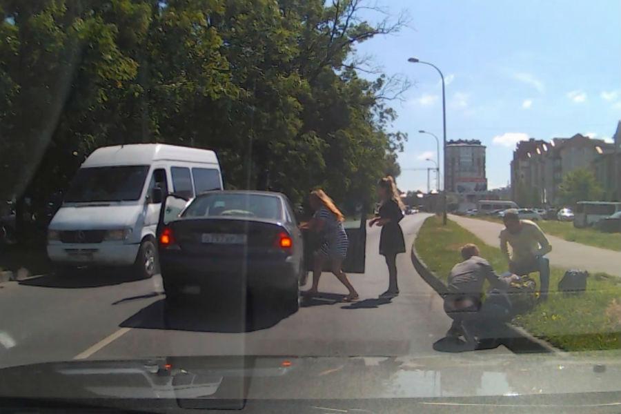 ВКалининграде вДТП пострадали парень иребенок