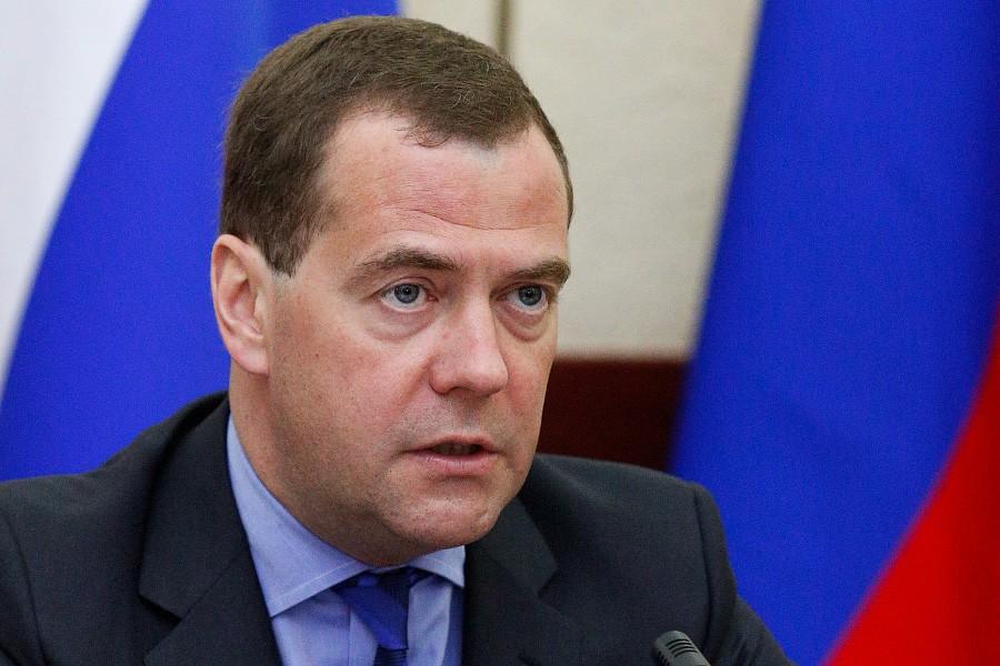 Д. Медведев поручил разобраться сМРОТом