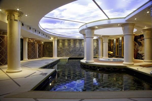 Ванны для рыцарей и цариц: оздоровительные процедуры в замке «Нессельбек»